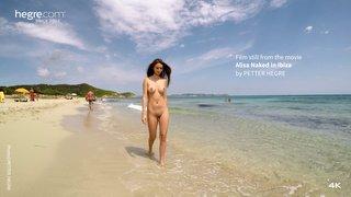 Alisa-naked-in-ibiza-09-320x