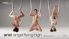 Ariel ángel volando alto