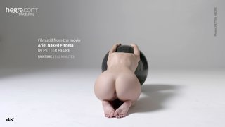 Ariel-naked-fitness-29-320x