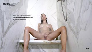 Gia-shower-shave-solo-sex-02-320x
