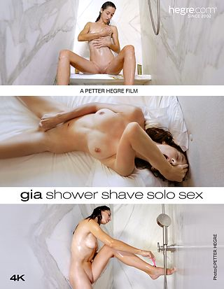 Gia rasurándose en la ducha y sexo unipersonal