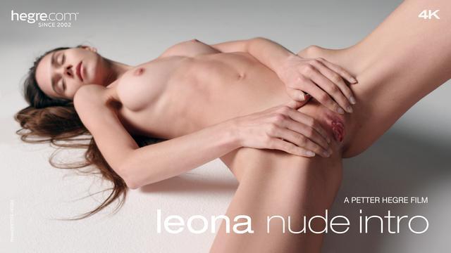 Leona Aktdebüt