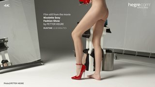 Nicolette-sexy-fashion-show-16-320x