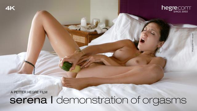 Serena L Vorführung von Orgasmen
