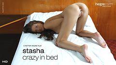 Stasha Verrückt im Bett