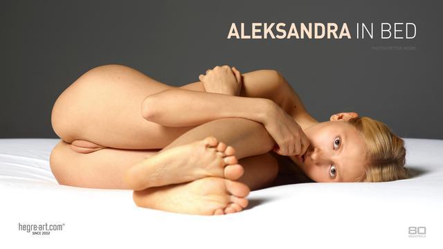 Aleksandra en la cama