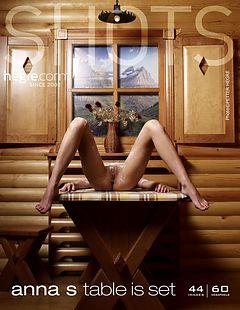 Anna S à table