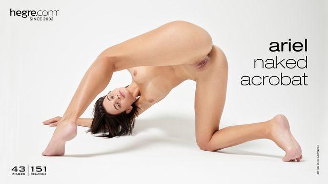 Ariel acrobate nue