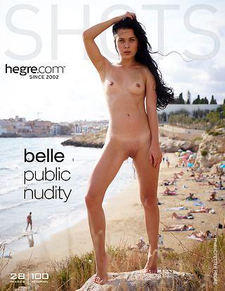 Belle nackt in der Öffentlichkeit