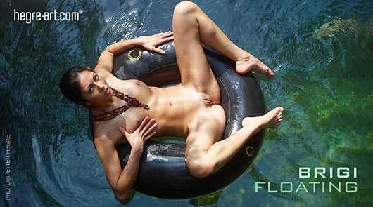 Brigi flotando