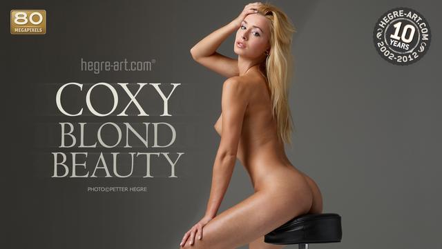 Coxy blond beauty
