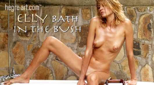 Elly bain dans les bois