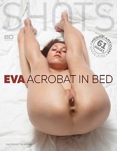 Eva Akrobatin im Bett