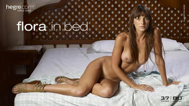 Flora en la cama