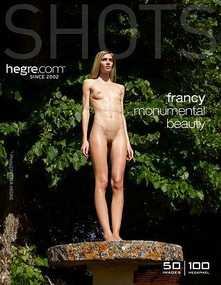 Francy Monumentale Schönheit