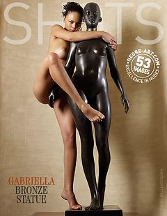 Gabriella estatua de bronce