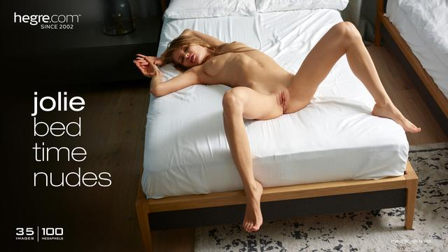 Jolie bed time nudes