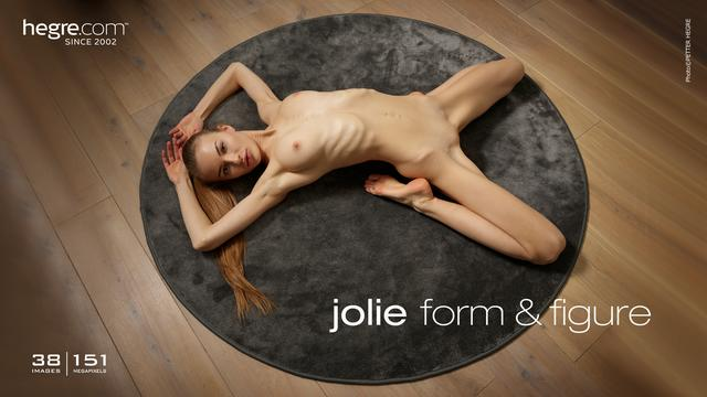 Jolie form and figure