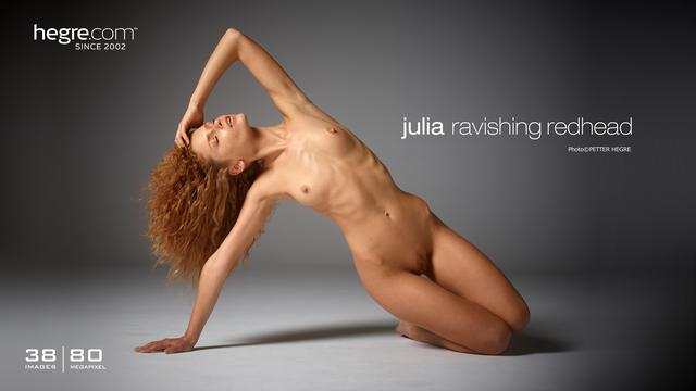 Julia ravissante rousse