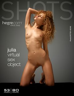 Julia objeto sexual virtual