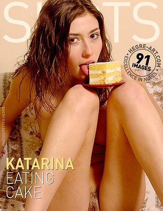 Katarina eating cake