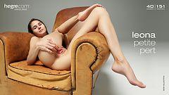 Leona petite und kess