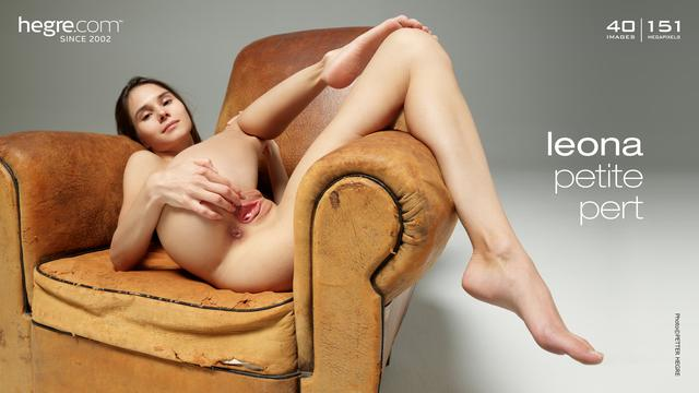 Leona petite pert