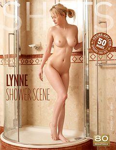 Lynne escena en la ducha