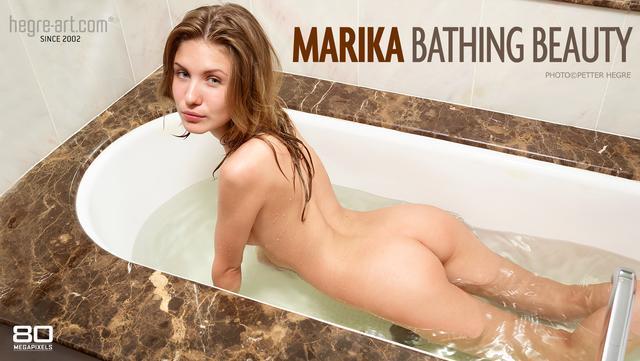 Marika belleza bañándose