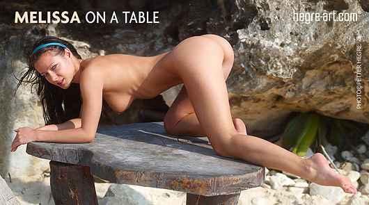 Melissa sobre la mesa