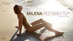 Milena rotes Bikinioberteil