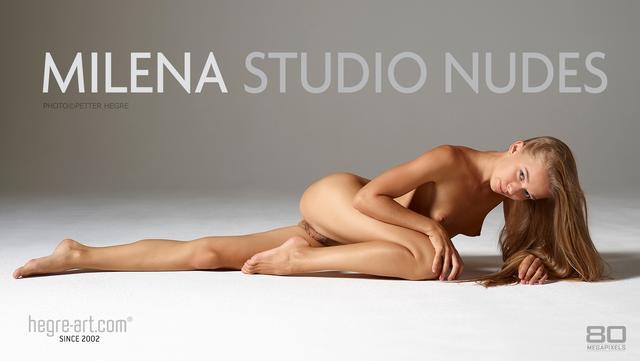 Milena nu en studio