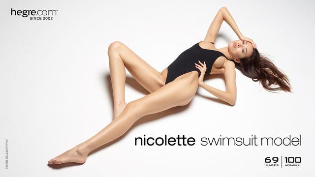 Nicolette Badeanzugmodel