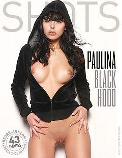 Paulina capucha negra