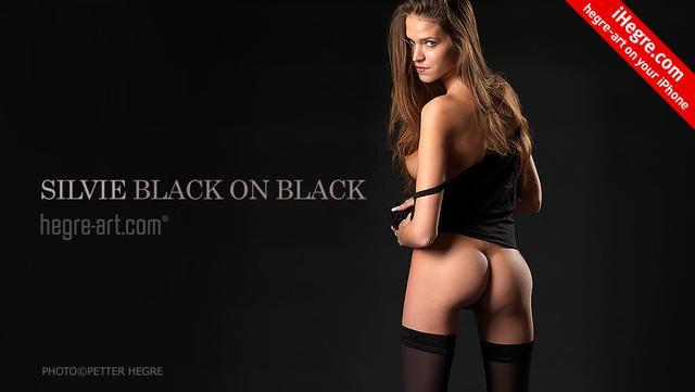 Silvie schwarz auf schwarz