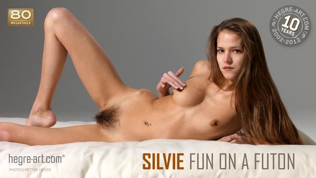 Silvie diversión en el futon