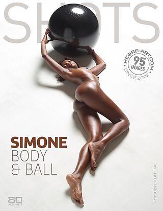 Simone corps et ballon