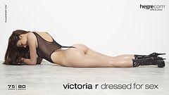 Victoria R vêtue pour le sexe