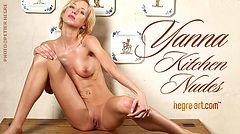 Yanna desnudos cocina