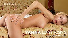 Yanna adora posar