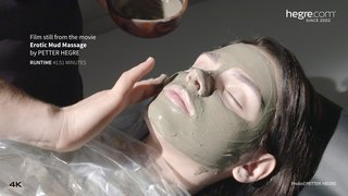 Ariel-erotic-mud-massage-11-320x