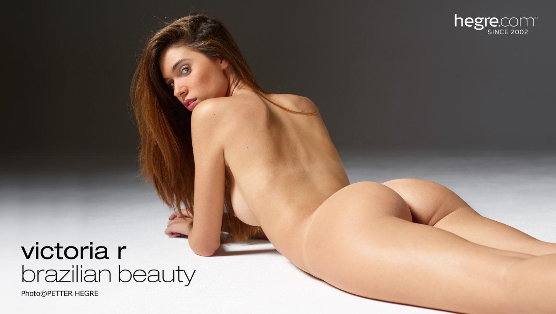 Supermodel nude bending over